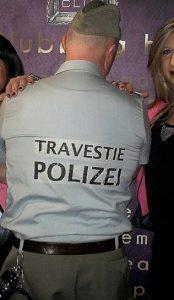 travestie polizei (2)