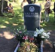 Nieuwe grafsteen voor Lili Elbe in Dresden,