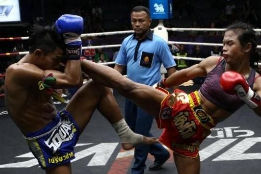 Nong Rose eerste transvrouw bokser die vecht in Frankrijk